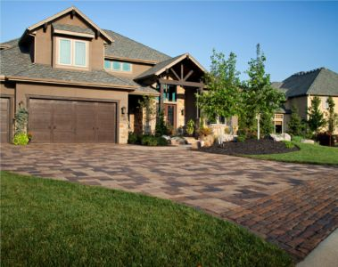 Driveway located in Overland Park, KS includes Mega Lafitt and Old World border. Project designed and completed by Next to Nature. The project utilized the following Belgard products manufactured by Miller/Rhino of Kansas.  Mega Lafitt - Brittany Beige & Danville Beige Blend Old World - Brittany Beige